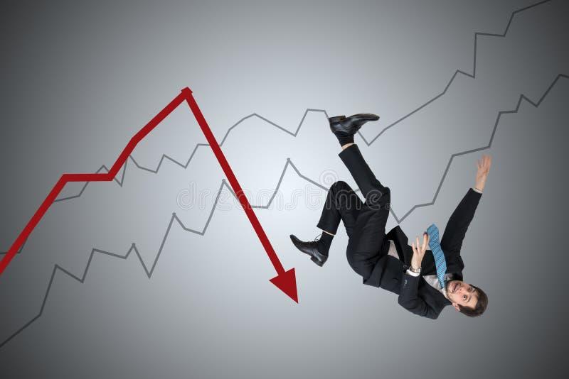 Финансовый убыток и концепция кризиса Молодой бизнесмен падает вниз от стрелки стоковые фотографии rf