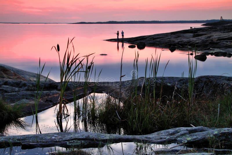 Финляндия: Ноча лета Балтийским морем стоковые изображения rf