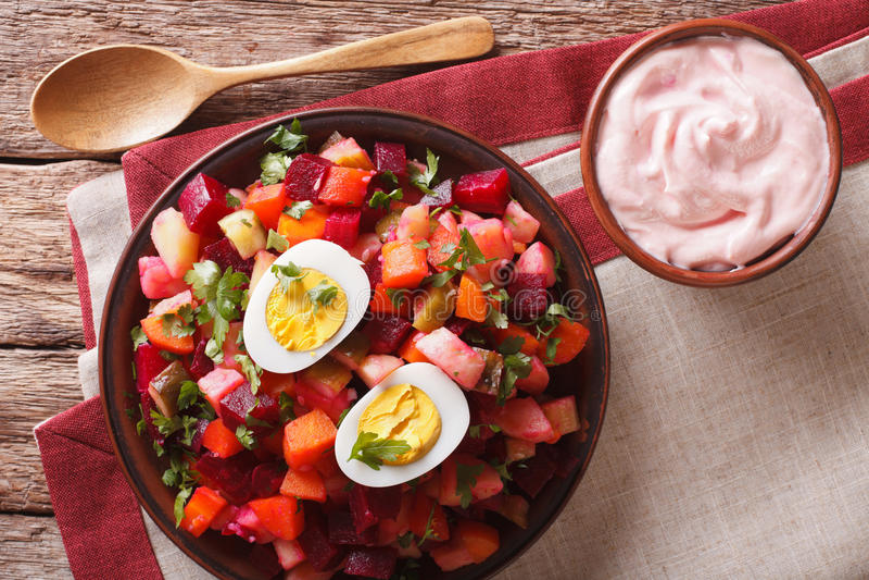 Финские овощи салата rosolli украсили конец-вверх яичек horizo стоковые фотографии rf