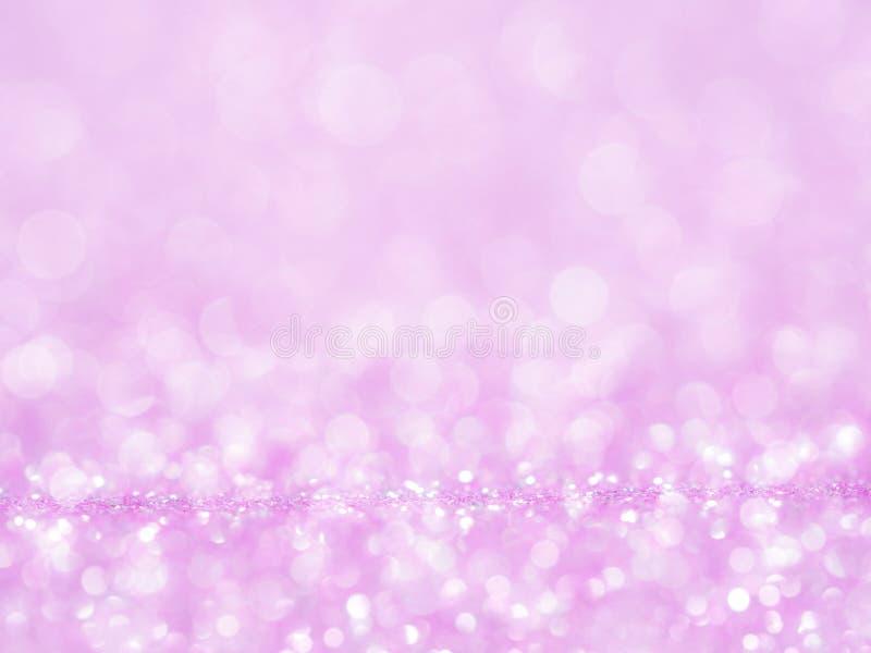 Фиолетовая абстрактная предпосылка яркого блеска с bokeh освещает расплывчатый мягкий пинк для романской предпосылки, светлую пар стоковые фотографии rf