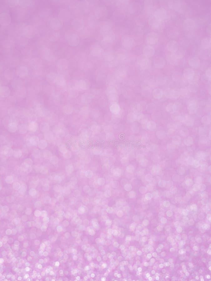 Фиолетовая абстрактная предпосылка яркого блеска с bokeh освещает расплывчатый мягкий пинк для романской предпосылки, светлое bac стоковые фото