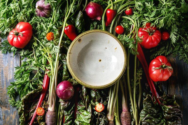 Фиолетовая морковь с овощами стоковое фото