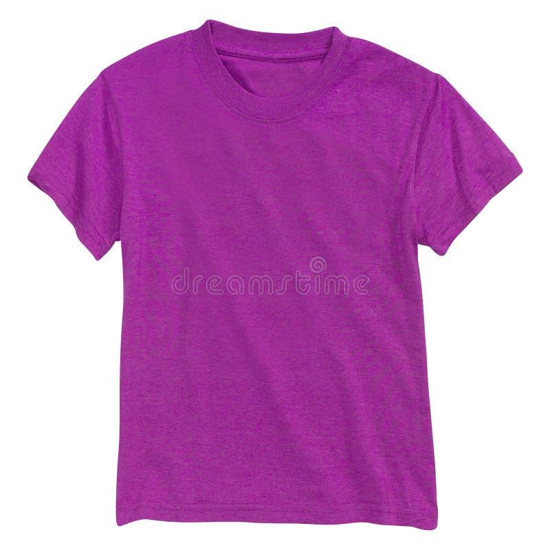 Фиолетовая футболка изолированная на белизне стоковые изображения