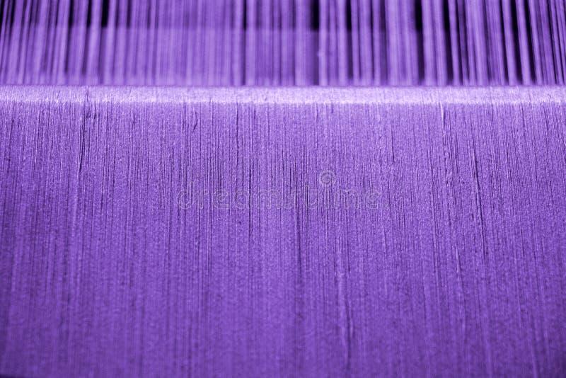 Фиолетовая хлопчатобумажная пряжа на тени стоковые фотографии rf