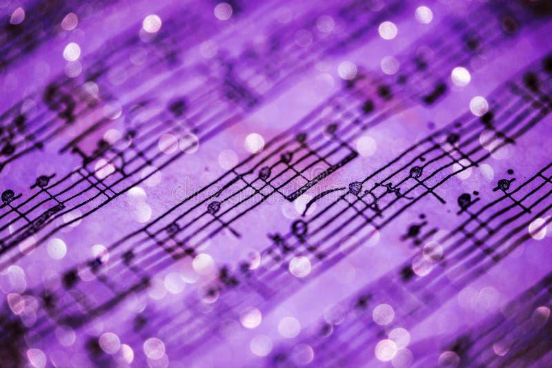 Фиолетовые примечания музыки стоковое изображение rf