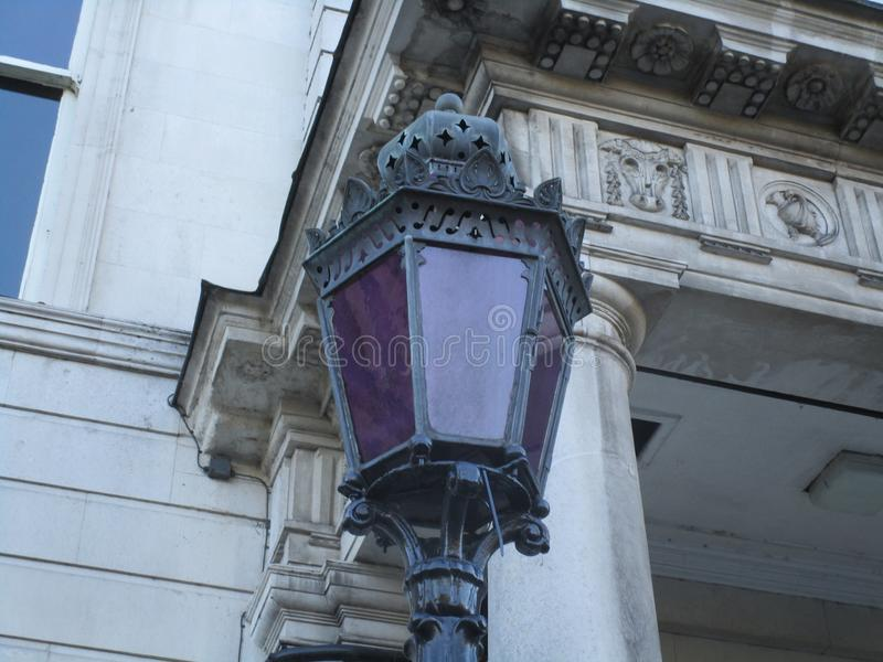 Фиолетовый фонарик стоковые фото