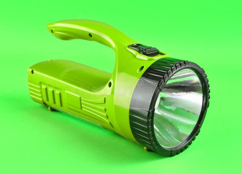 Фиолетовый электрофонарь изолированный на зеленой предпосылке стоковая фотография rf