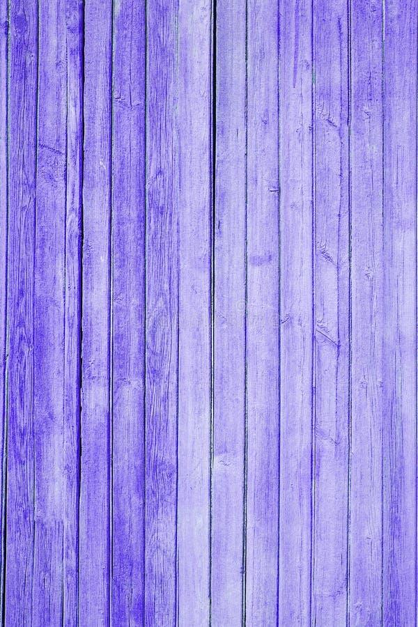 Фиолетовая текстура старой краски на деревянных досках стоковое изображение