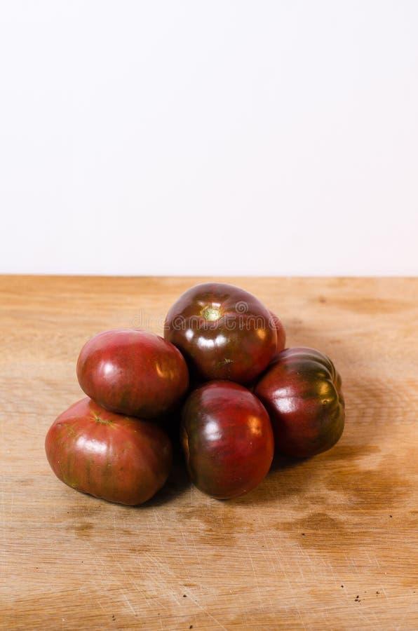 Фиолетовые томаты Charokee стоковая фотография