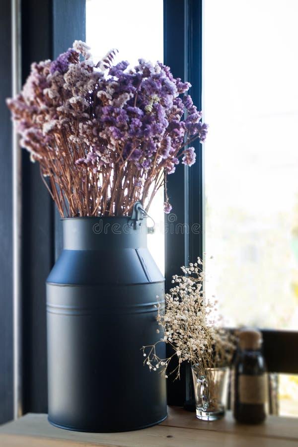 Фиолетовый фиолетовый букет цветка statice стоковое изображение