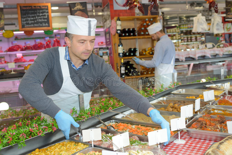 Фирма обслуживающая на выезде аранжируя еду подносов стоковые фото