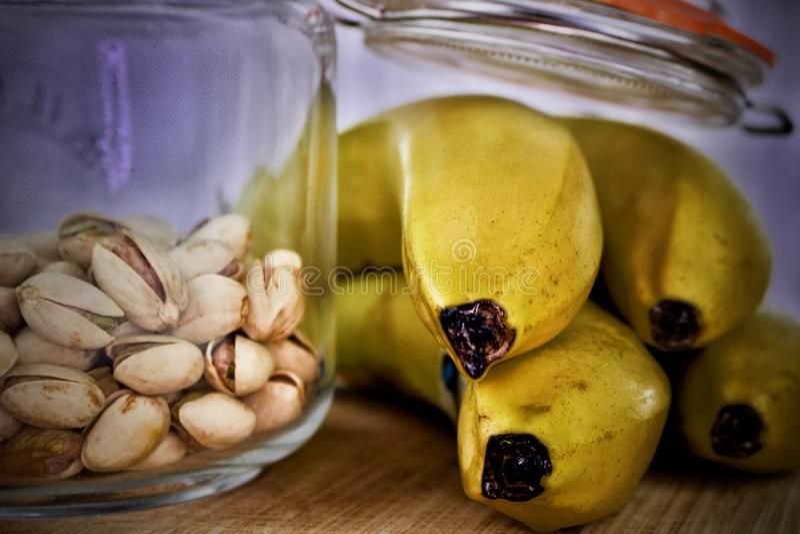 Фисташки и бананы стоковое фото