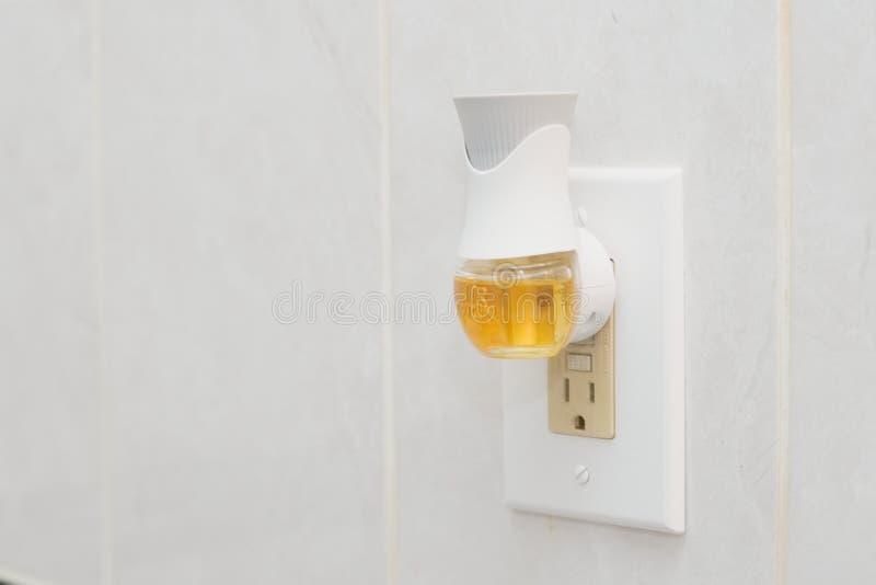 Фитиль воздуха затыкает внутри freshener воздуха с жидкостным аэрозолем стоковое фото rf