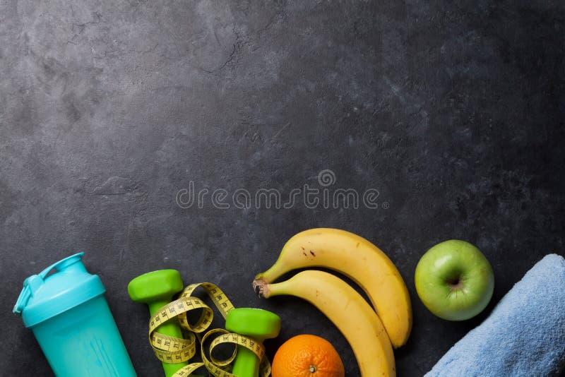 Фитнес и здоровая концепция еды стоковое фото rf