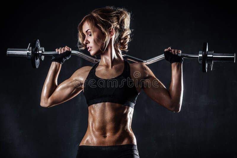 Фитнес с штангой стоковые фото