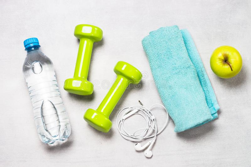 Фитнес, тренировка и активная концепция образа жизни стоковые изображения