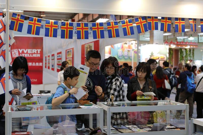 Филателисты посещают выставку штемпеля Тайбэя стоковая фотография