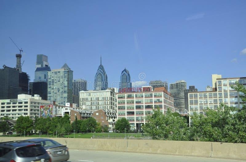 Download Филадельфия, 4-ое августа: Небоскребы от Филадельфии в Пенсильвании Редакционное Стоковое Изображение - изображение насчитывающей выпуклины, стекло: 81812049