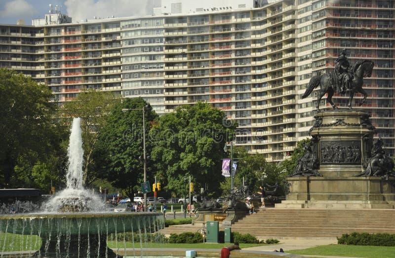 Download Филадельфия, 4-ое августа: Фонтан Ericsson и памятник Вашингтона в овале Eakins от Филадельфии в Пенсильвании Редакционное Стоковое Изображение - изображение насчитывающей cityscape, конструкция: 81812104