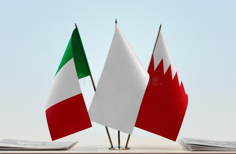 Флаги Италии и Бахрейна стоковые изображения rf