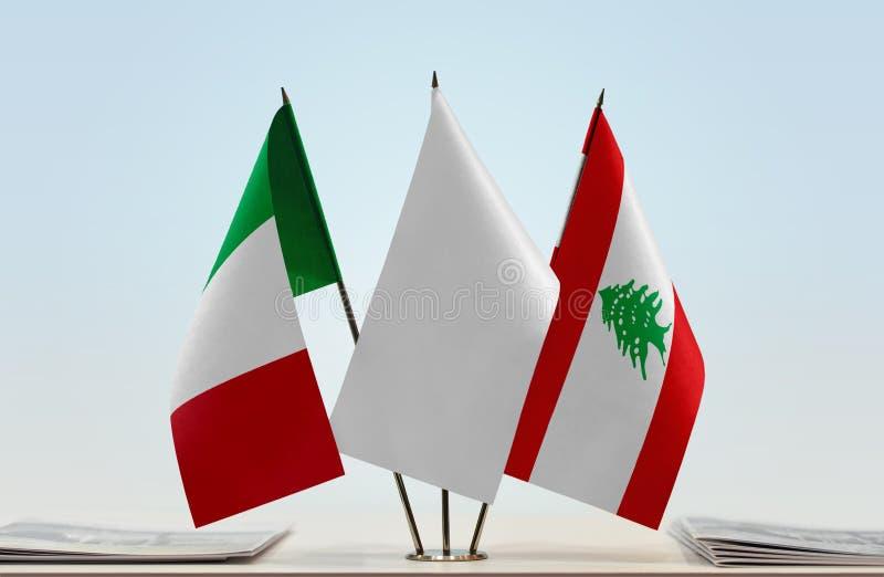 Флаги Италии и Ливана стоковые фото