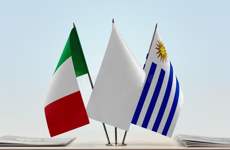Флаги Италии и Уругвая стоковые изображения