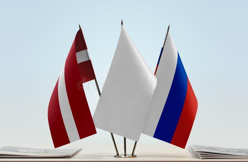 Флаги Латвии и России стоковые изображения