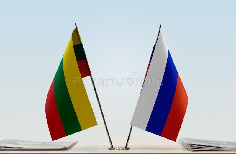 Флаги Литвы и России стоковые изображения rf