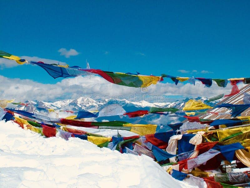 Флаги молитве на Mount Everest стоковое фото