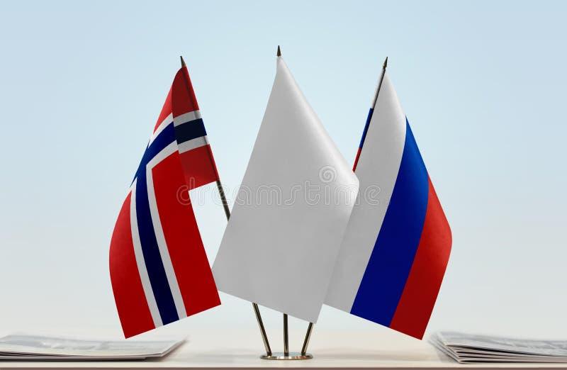 Флаги Норвегии и России стоковая фотография rf