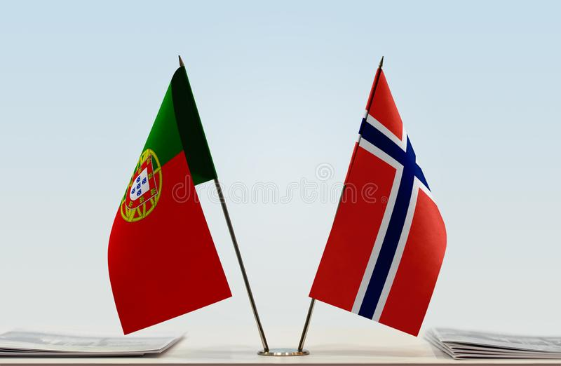 Флаги Португалии и Норвегии стоковая фотография rf