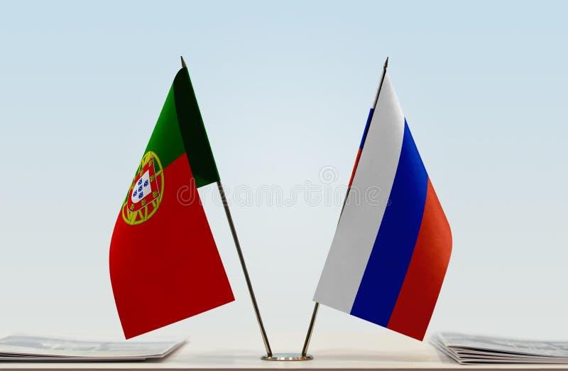 Флаги Португалии и России стоковые фотографии rf