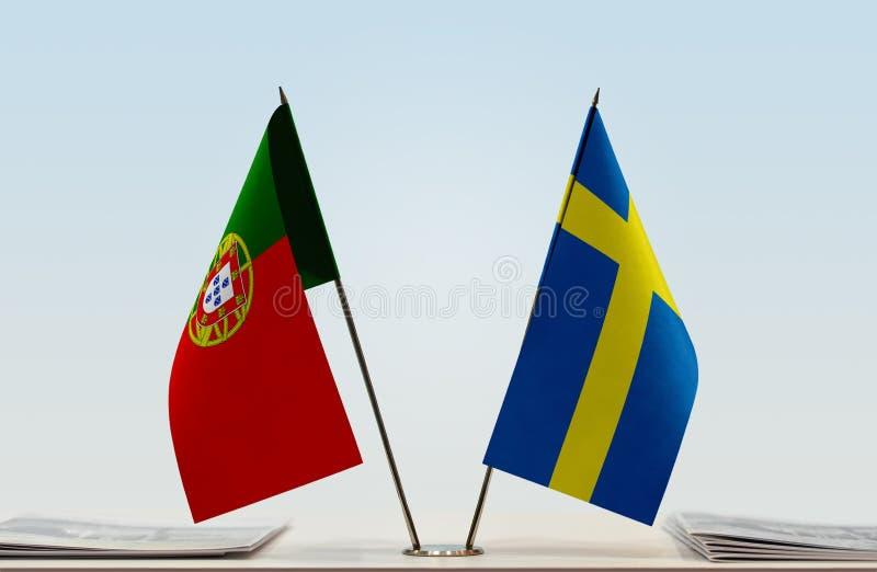 Флаги Португалии и Швеции стоковые изображения rf