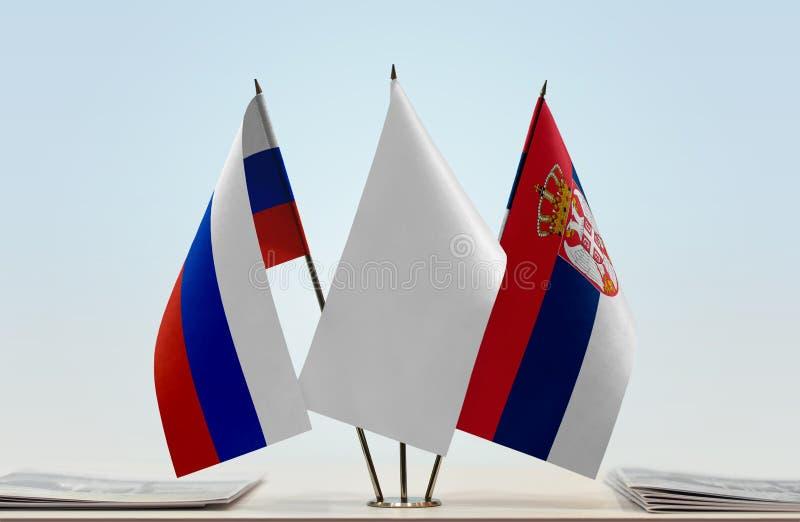 Флаги России и Сербии стоковые изображения rf