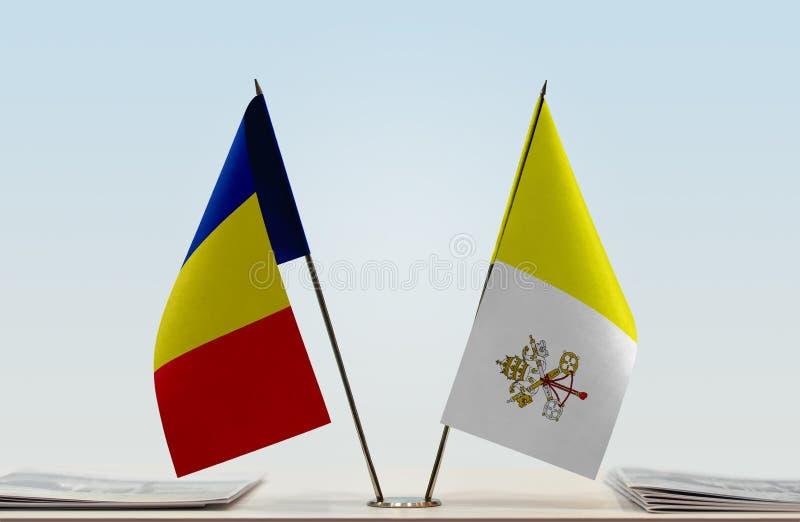Флаги Румынии и Ватикана стоковое изображение