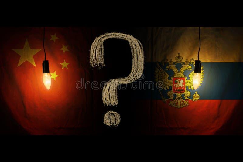 Флаги русского и китайца Отношения между странами то спрятано стоковые изображения