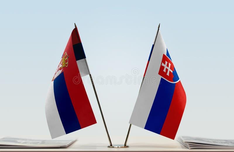 Флаги Сербии и Словакии стоковые фото