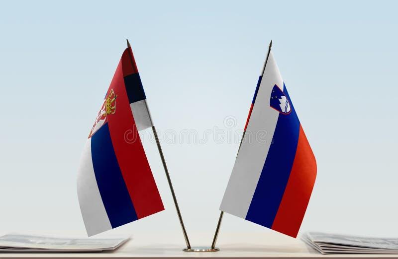 Флаги Сербии и Словении стоковое изображение