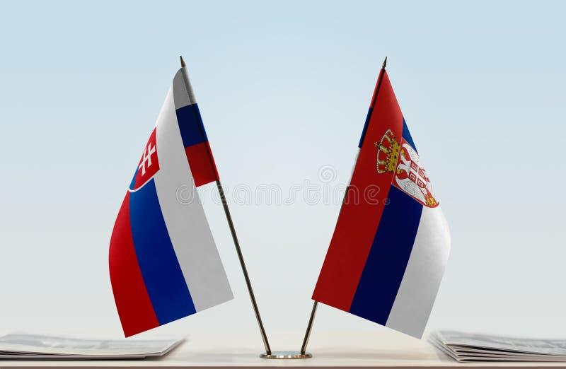 Флаги Словакии и Сербии стоковые изображения
