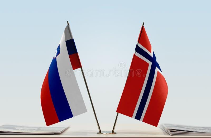 Флаги Словении и Норвегии стоковые фото