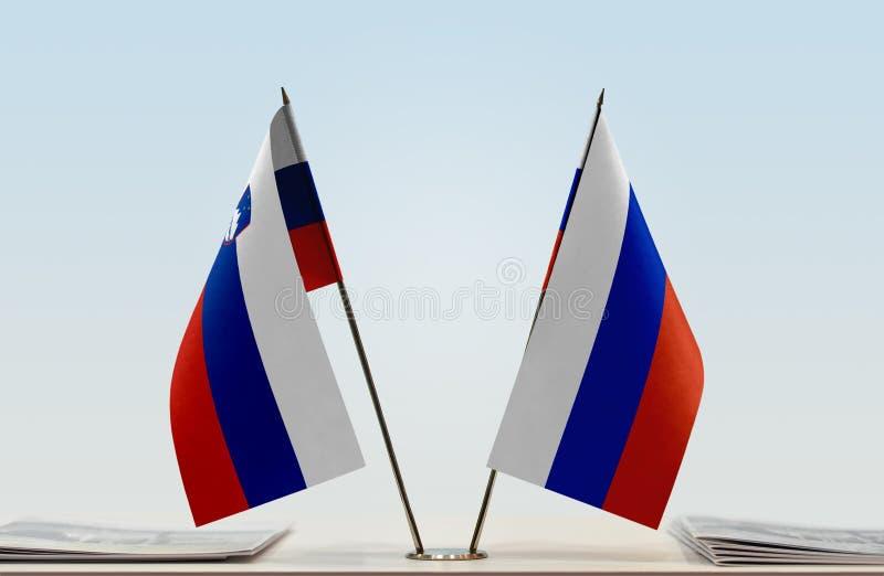 Флаги Словении и России стоковая фотография
