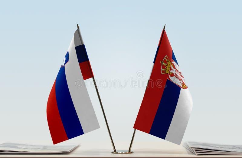 Флаги Словении и Сербии стоковая фотография