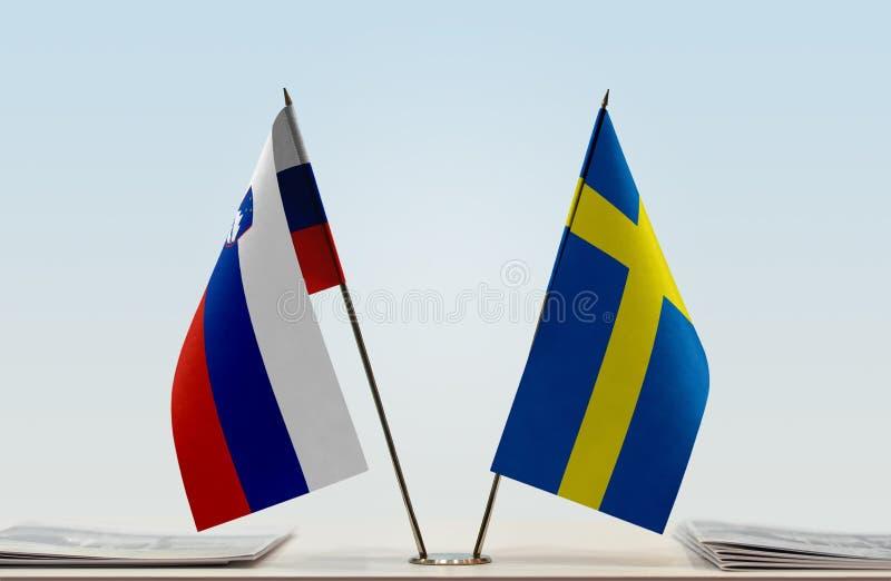 Флаги Словении и Швеции стоковые изображения