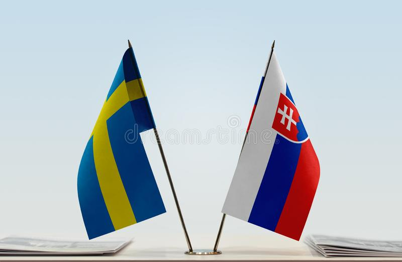 Флаги Швеции и Словакии стоковые изображения