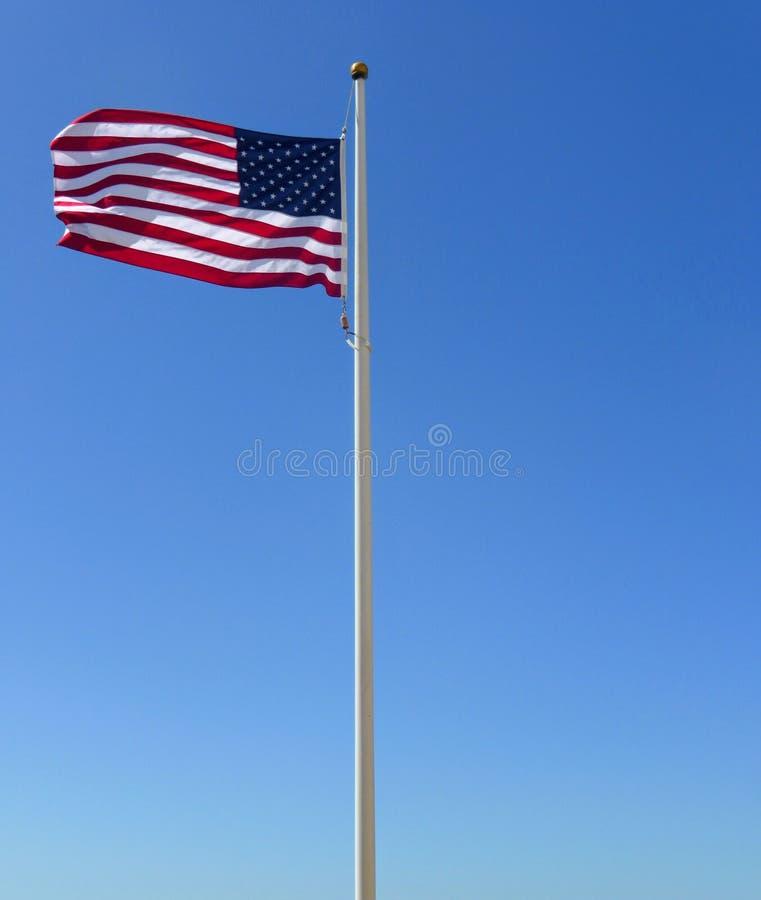 Флагшток голубого неба американского флага стоковые фото