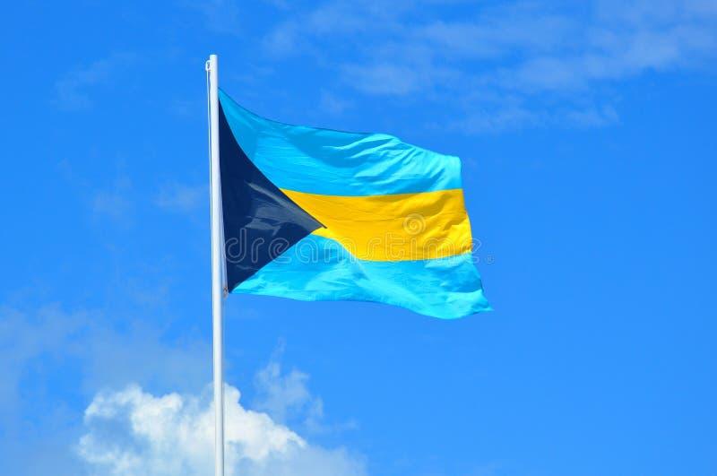 Флаг Багамских островов на острове и waterpark CocoCay идеального дня стоковые фотографии rf