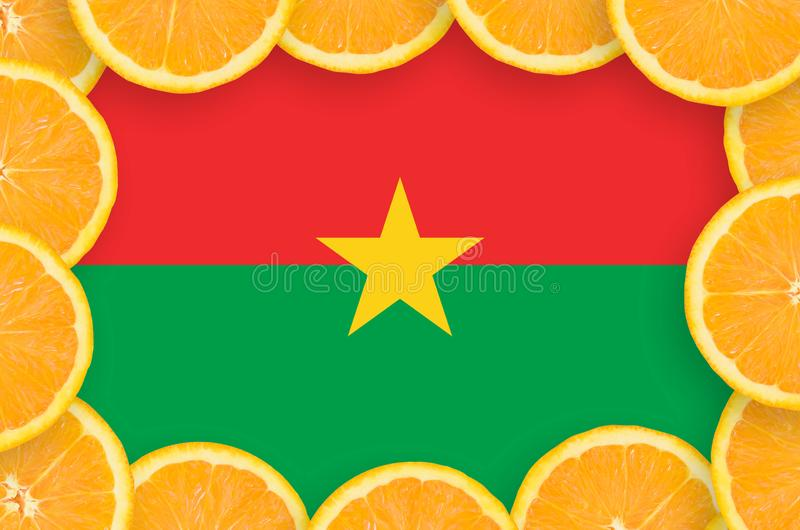 Флаг Буркина-Фасо в свежей рамке кусков цитрусовых фруктов иллюстрация вектора