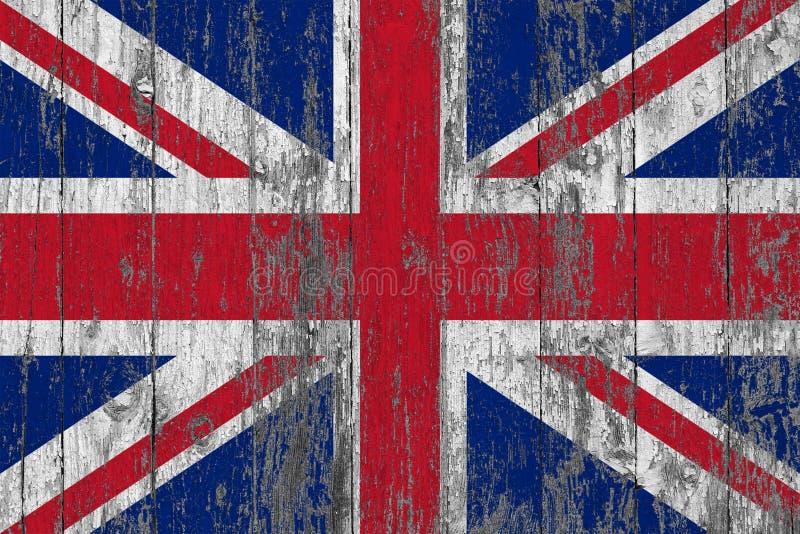 Флаг Великобритании покрасил на несенной вне деревянной предпосылке текстуры стоковое изображение rf