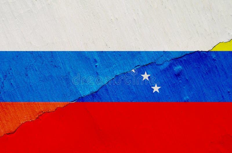 Флаг Венесуэлы и России на предпосылке текстуры изнашиваемой краски с рамкой отказа в целом стоковое изображение