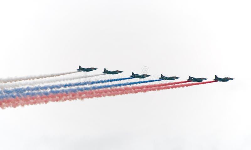 флаг выпускает струю воинский русский картины стоковое изображение rf